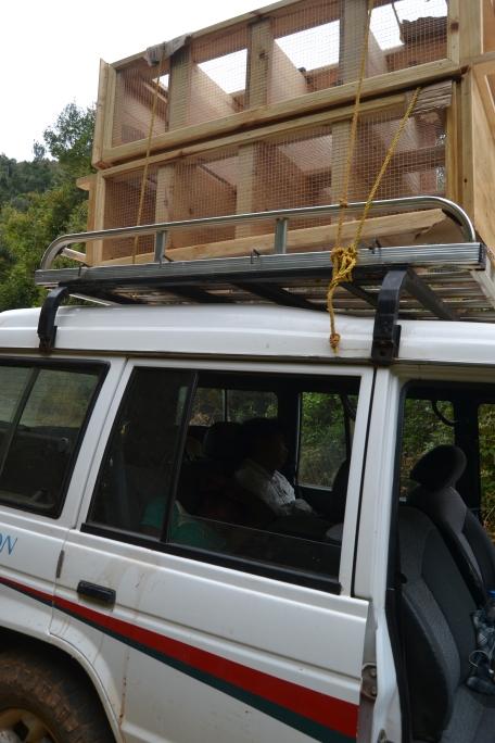 Mit den gezimmerten Schränken auf dem Dach ging es nach Iavomanitra - 12Stunden von Antananarivo entfernt