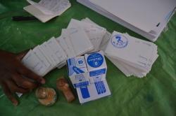 Die Mitgliedkarten und die Stempel der Bibliothek - In Madagaskar geht nichts ohne Stempel!